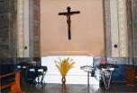L'urna in marmo contenete le spoglie della beata posto all'ingresso della chiesa parrocchiale di Fiobbio