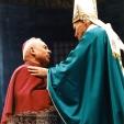 Mons. Clemente Gaddi, vescovo emerito di Bergamo incontra papa Giovanni Paolo II durante la cerimonia di beatificazione di Pierina Morosini