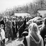 Nel piccolo cimitero di Fiobbio prima della tumulazione