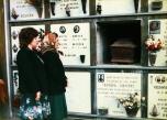 Sara Noris di fronte alla toma della figlia Pierina, aperta per la ricognizione della salma