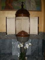 Il Fonte Battesimale all'ingresso della chiesa di Fiobbio dove l'8 gennaio 1931 fu battezzata Pierina Morosini