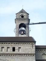 la nuova campana intitolata alla beata raggiunge il campanile